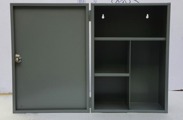botiquin gris abierto